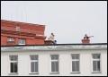 publiczność na dachu szpitala